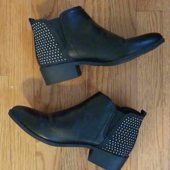 G by Guess Shoes - EUC black ankle boots size 7.5